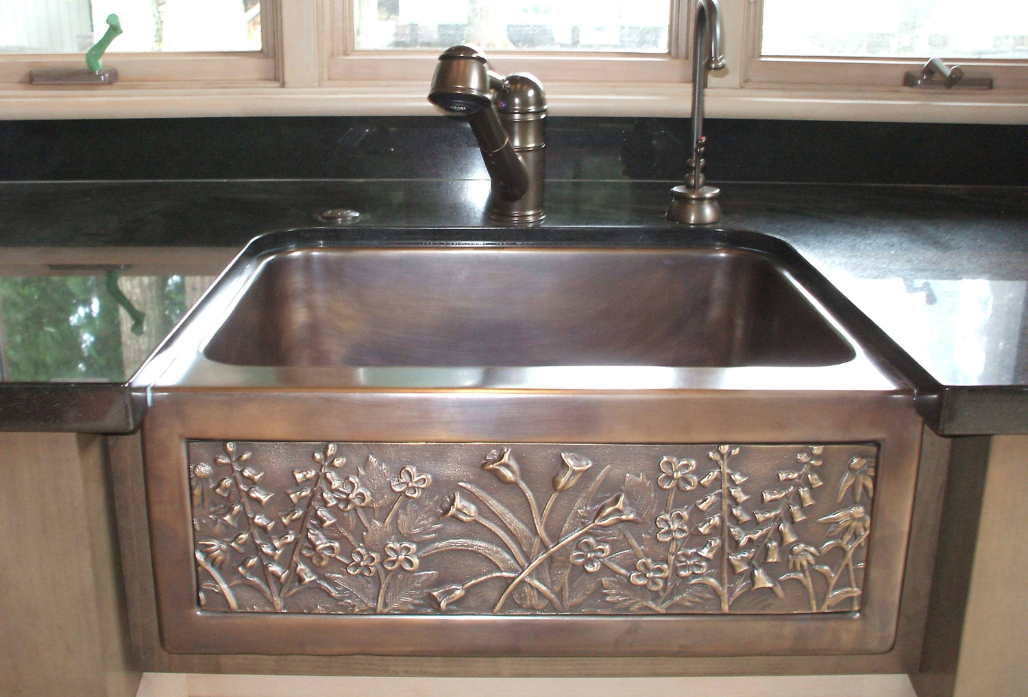 "Picture of 24"" Chameleon Bronze Farm Sink Mini"