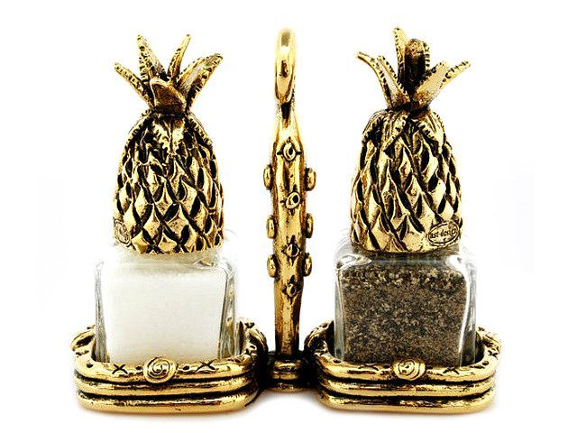 Picture of Pineapple Salt and Pepper Shakers Set