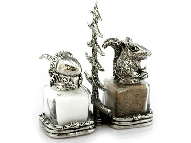 Picture of Acorn and Squirrel Salt and Pepper Shakers Set